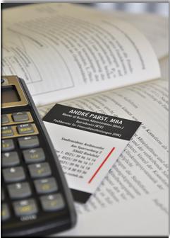 Taschenrechner mit Visitenkarte - Pabst Finanzberatung Bielefeld - Ihr Experte für Finanzen, Immobilien und Versicherungen